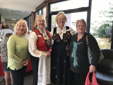 District president Mary Andersen and VP Kathy Dollymore with two members of Bondelandet Members at the 2017 Washington Lodge Christmas party